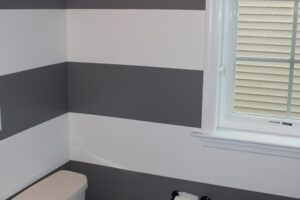 This creative look features bands of dark gray and bright white!